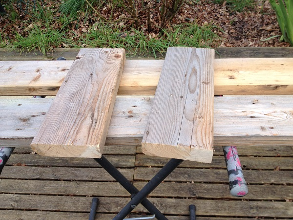 Planches découpées pour banc