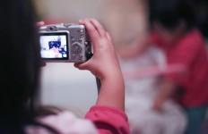 Enfant prenant photo