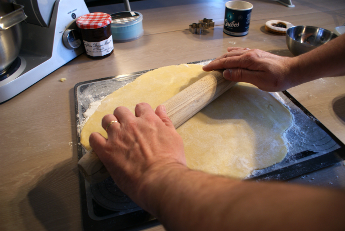 Recette Lunettes de Romans étaler la pâte