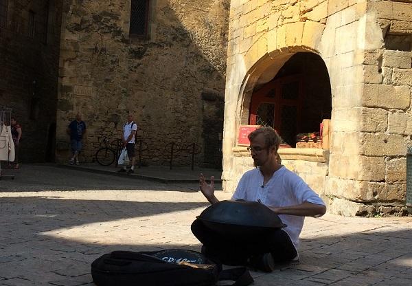 Sarlat, musicien de rue