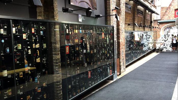 Bruges 2be beers wall