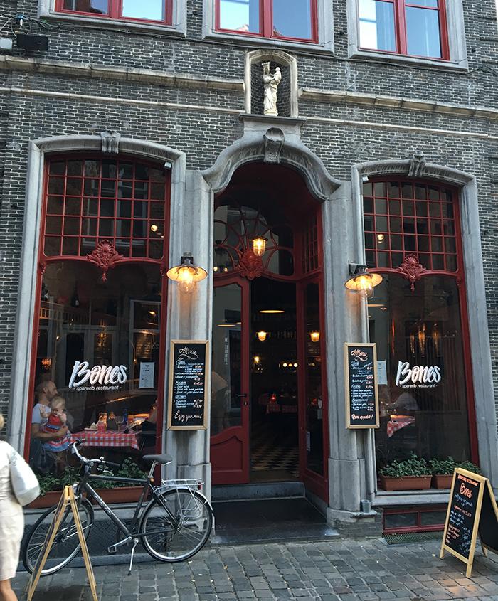 Bruges restaurant Bones facade
